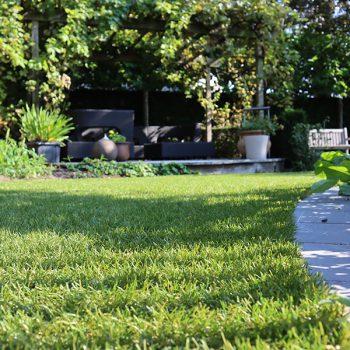 Beplanting-en-kunstgras-tuin